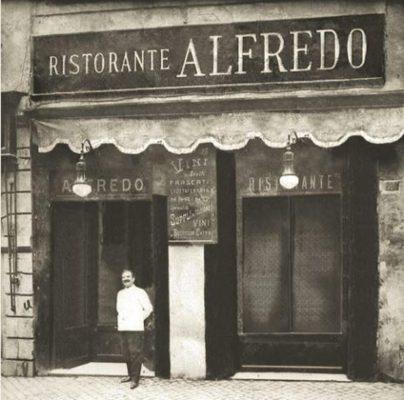 Fettuccine all'Alfredo: la ricetta italiana che fa impazzire gli americani, ma in Italia non esiste!
